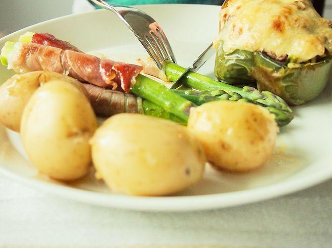 hanilo: Täytetyt paprikat & parsaa prosciutto-kinkulla    http://hanilo.blogspot.fi/2013/05/taytetyt-paprikat-parsaa-prosciutto.html