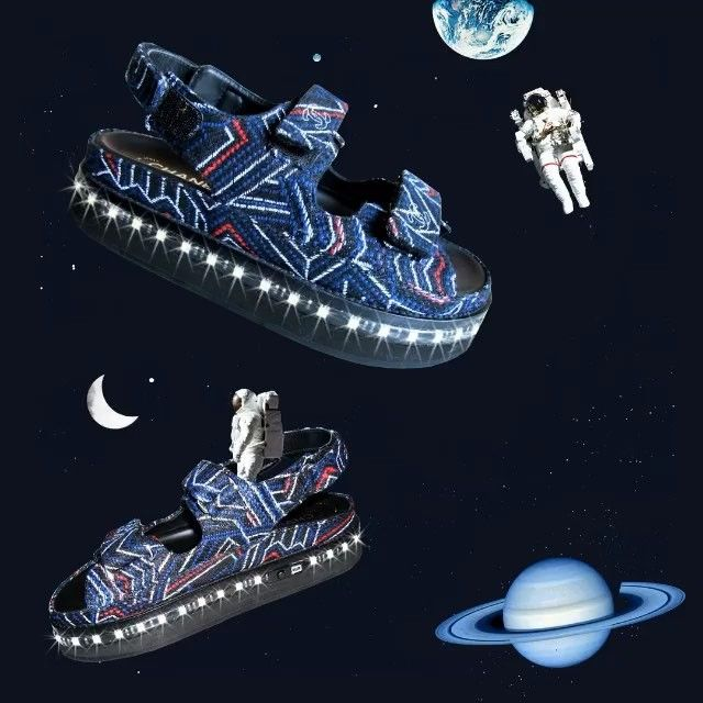 @glamouruk sent me these wild @chanelofficial sandals (yea they light up, they come with a charger) to make an illo for their June issue and they turned it into this adorable animation  #glamourUK #chanel #astronauts