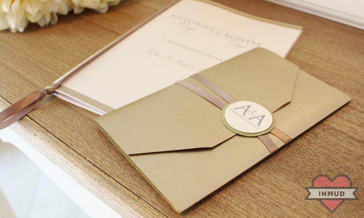 Partecipazione di nozze con carta pregiata oro martellata.