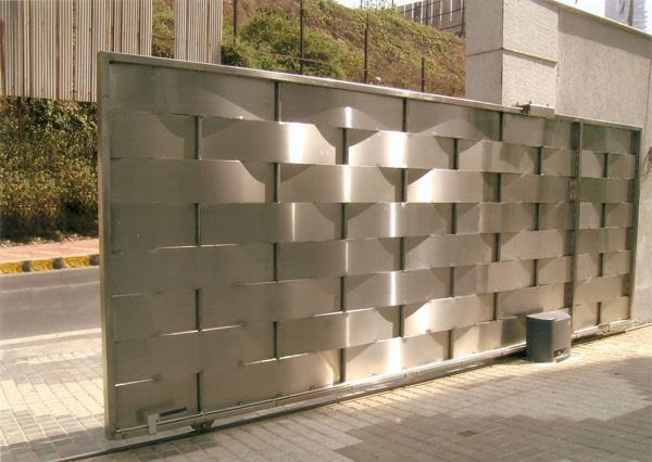 <b>Automatic Sliding Gate</b> - Fabrication