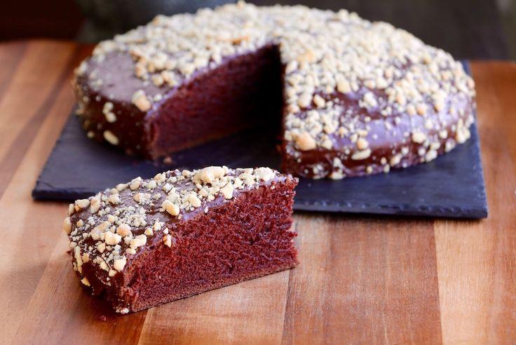 Gâteau au chocolat Vegan!!! Moelleux et léger, ce gâteau fond littéralement dans la bouche et est un jeu d'enfant à préparer. Vous avez maintenant un délicieux projet pour ce weekend. Bon succès!