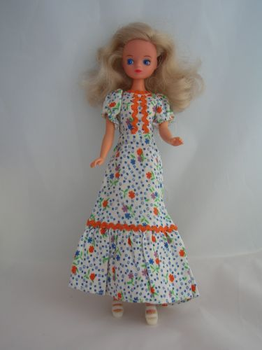 Round The World Fashions - The Ultimate Daisy Page
