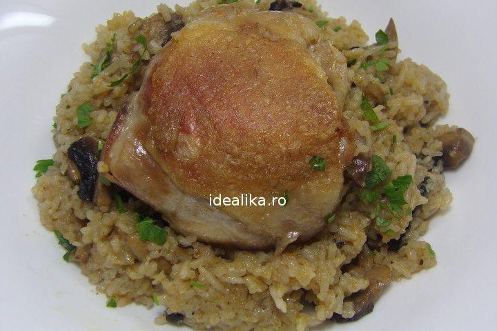 Pilaf de orez cu ciuperci si pui foarte delicios, o mancare usoara si sanatoasa care se prepara foarte usor. Carnea este rumena, orezul pufos, ciupercile ..