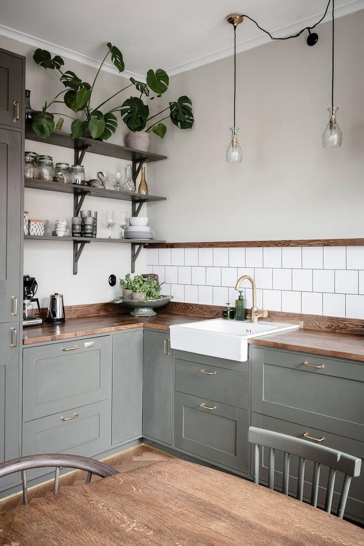 Kitchen in olive and dark wood