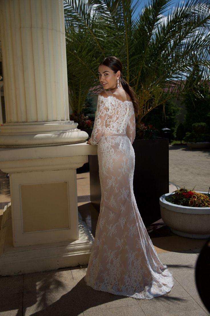 Suknia ślubna Daniela - delikatna, koronkowa, kobieca - dostępna w Galerii Ślubu Kamea