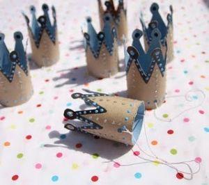 Princess crowns: Empty toilet paper rolls