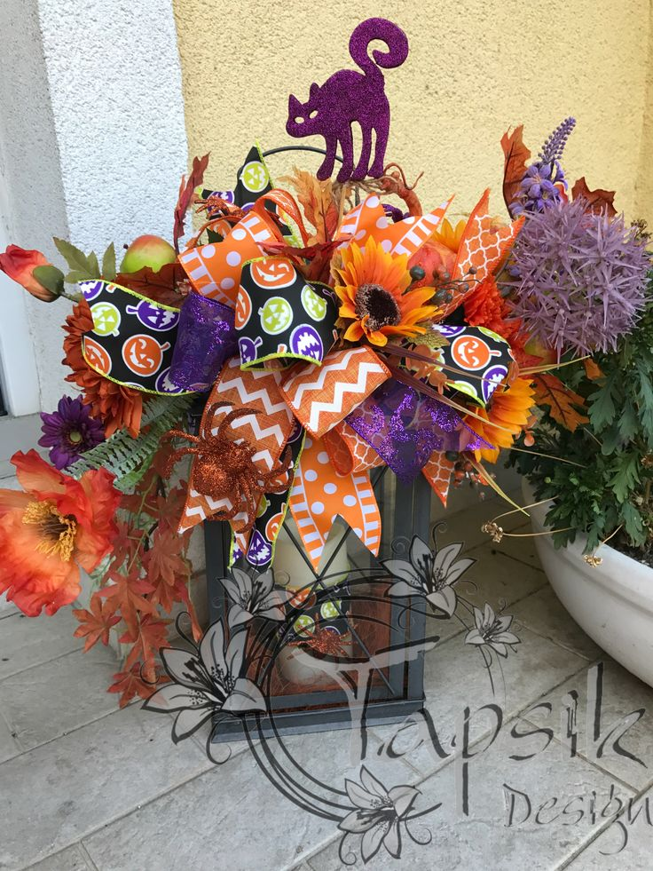 October has started so it was about time to hang my halloween witch and made a lantern swag to match her. And this way is our balcony halloween ready.  #halloween #homedecor #halloweenready