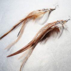 Longues boucles d'oreilles aux plumes crèmes, caramels et blanches Cha'perli'popette - créatrice belge de bijoux artisanaux http://www.alittlemarket.com/boutique/cha_perli_popette-951481.html Retrouvez cha perli popette sur facebook ! https://www.facebook.com/pages/Chaperlipopette/378595345610288?ref_type=bookmark