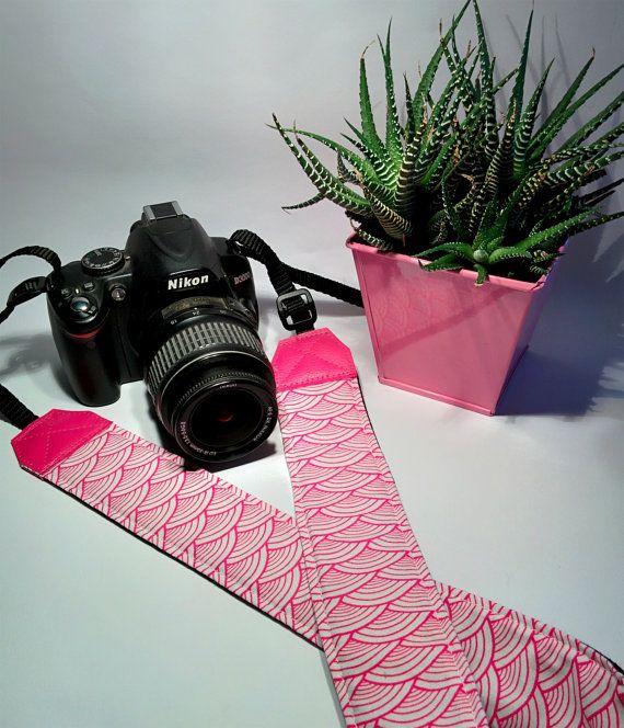 Tracolla per fotocamera SLR, DSLR, imbottita, in cotone rosa acceso e bianco con archi stile japan