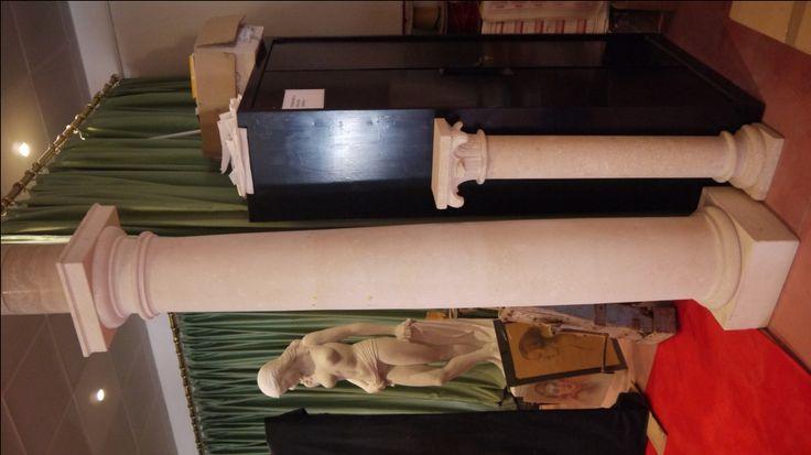 Säule aus Stein  - http://achillegrassi.dev.telemar.net/de/project/colonne-stile-dorico-in-pietra-bianca-di-vicenza/ - Dorische Säule aus weißem Stein von Vicenza Maße:  250cm x 40cm x 40cm Ø 30cm
