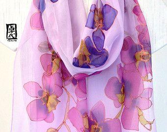 Bufanda grande pintado a mano bufanda de seda, bufanda de la gasa, oro, azul púrpura y rosa orquídeas, seda bufandas Takuyo, 14 x 72 pulgadas. Hecho a la medida