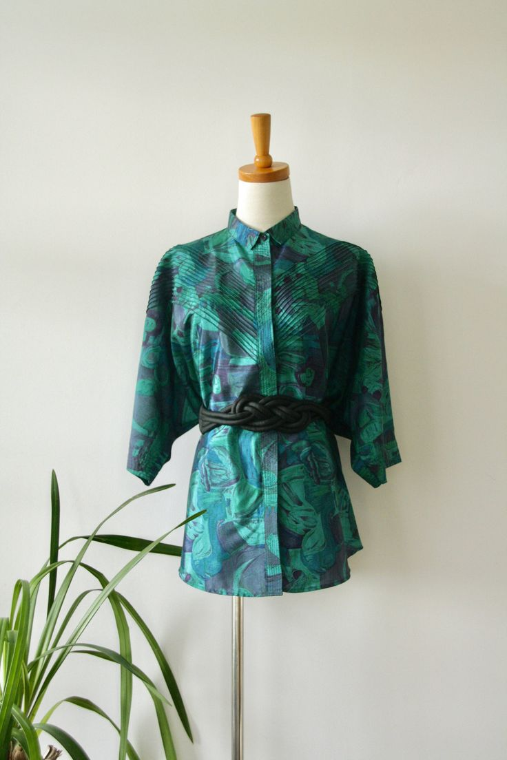 Green blue floral shirt. Emerald green top. 60s jade vacation top. Batwing summer shirt. Floral 60s shirt. Royal blue shirt. L by ForestHillTradingCo on Etsy