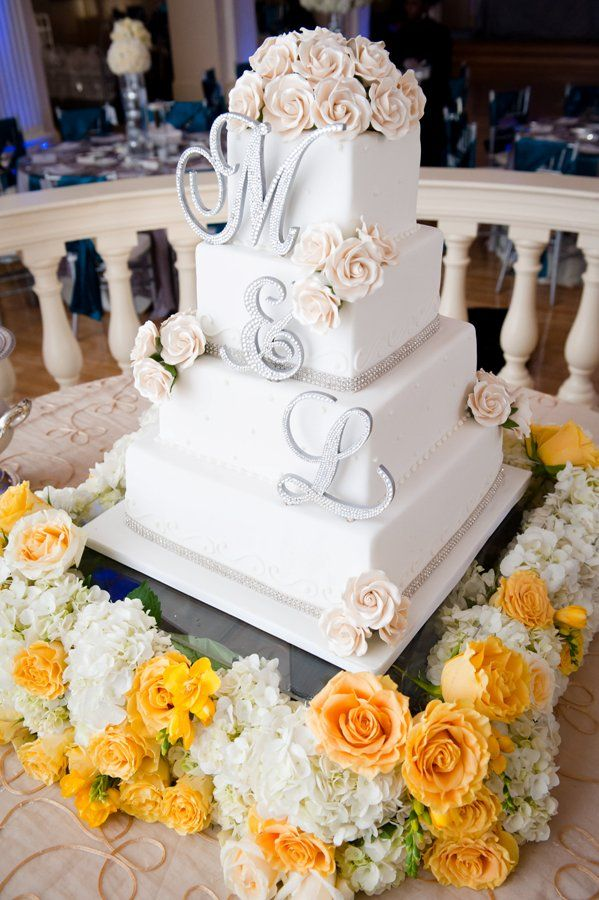 wedding cake with monogram 17 best ideas about monogram wedding cakes on 26927