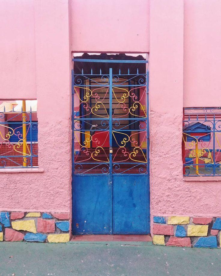 "141 Likes, 19 Comments - Belo Horizonte Rosa (@belohorizonte.rosa) on Instagram: ""Cores e cores ❤ Escola infantil fofa! |Registro feito no bairro Bonfim| . . . . .…"""