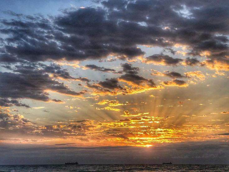 Good morning KZN. #hdt #snapseed #ballito @vibedurban #sunrise #kapow #shotoftheday #iphoneography #iphone8plus