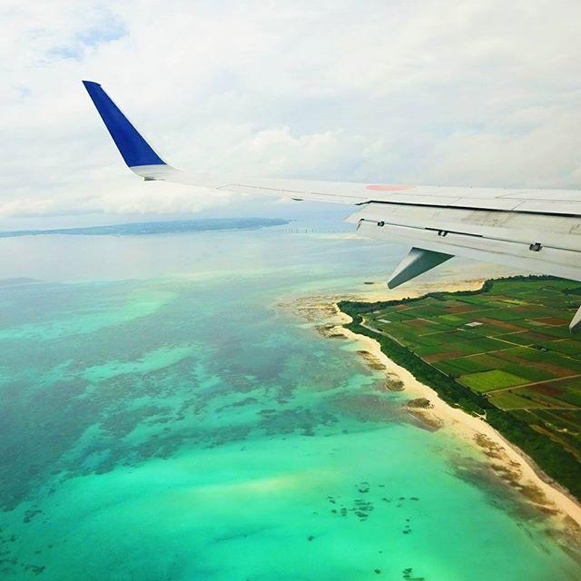 【x.amn.x】さんのInstagramをピンしています。 《空からの景色も👌👌 * * #過去pic#camera#okinawa#miyako #island #ocean #sea#blue#sky#skylovers #airplane #wing#カメラ好きな人と繋がりたい #空#海#宮古島#翼》