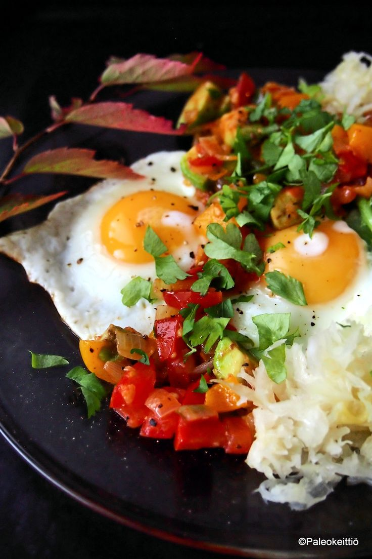 Meksikolainen muna-aamiainen   Paleokeittiö