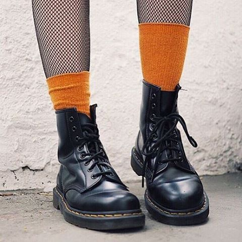 """2,390 mentions J'aime, 5 commentaires - Dr. Martens (@drmartensofficial) sur Instagram : """"DOC'S & SOCKS: Tag your pics and see if you can beat this atomic orange pair of socks teamed with…"""""""