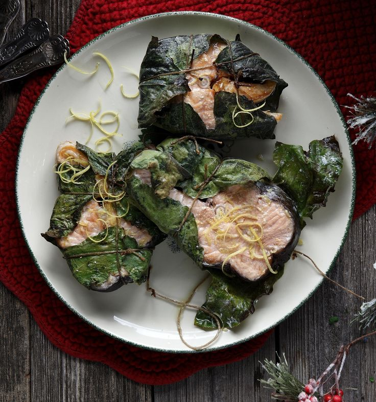 Roasted salmon in fig leaves