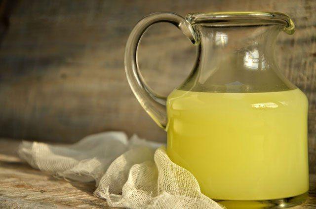 БАЛЬЗАМ ОТ СТАРЕНИЯ http://pyhtaru.blogspot.com/2017/05/blog-post_84.html  Бальзам от старения и ожирения!  Молочная сыворотка - это побочный продукт, который получается при приготовлении сыра или творога. Долгое время хозяйки просто выливали ее, не подозревая о ценных качествах.  Читайте еще: ========================================== ПОДТЯГИВАЕМ КОЖУ В ДОМАШНИХ УСЛОВИЯХ http://pyhtaru.blogspot.ru/2017/05/blog-post_85.html ==========================================  А между тем, сыворотка…