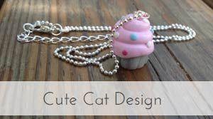 Cute Cat Design skapar unika, fika-inspireradesmyckenmed mumsiga ochsöta budskap.Smyckena är handgjorda och skapadei polymerlera, som härdas i ugn och sedan lackas för bästa hållbarhet.