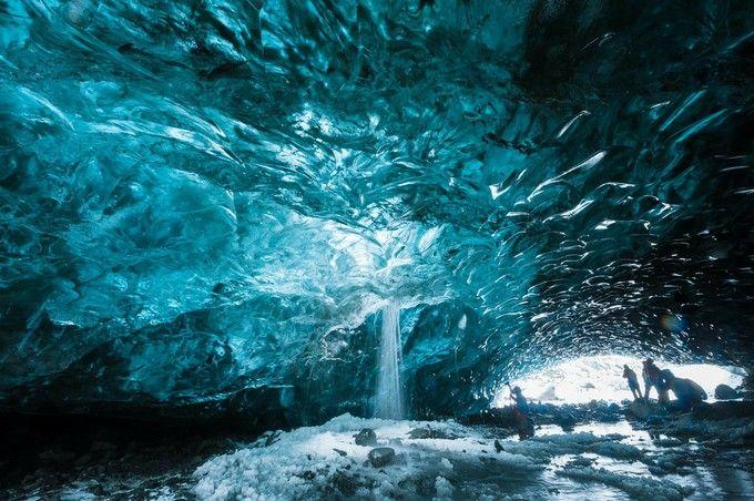 氷だけで出来た奇跡の洞窟!アイスランドの秘境「スカフタフェットル」が美しすぎる