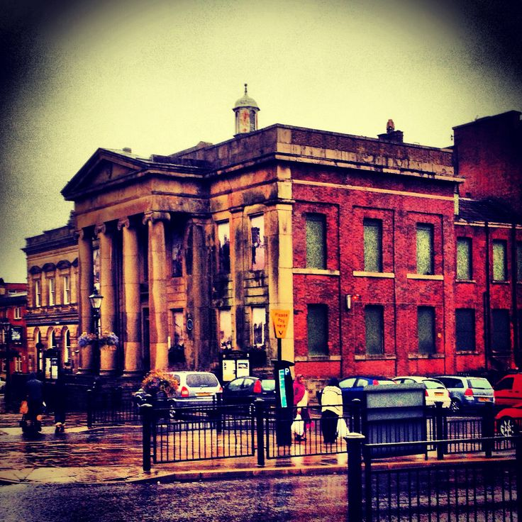 Oldham Town Hall http://www.lifeinnortherntowns.com/2014/04/oldham-greater-manchester.html