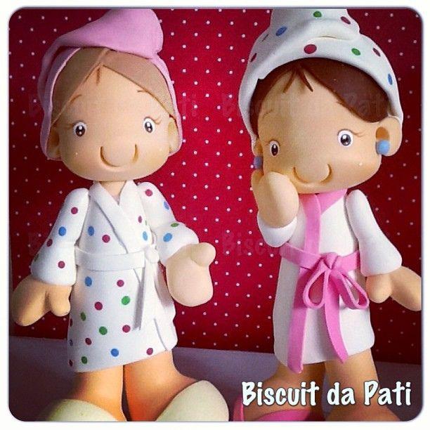 Festa no Spa! #spaparty #spa #toalha #roupão #biscuit #biscuitdapati #caketopper #topcake #topodebolo