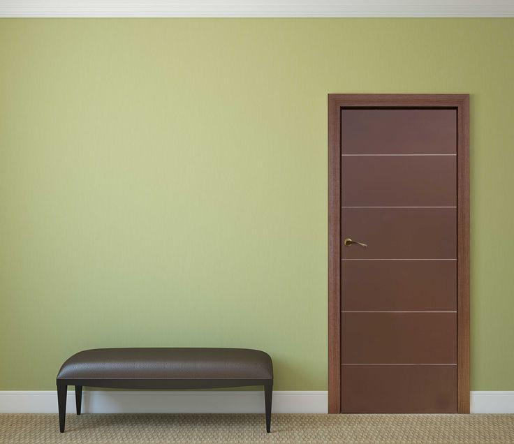 Puerta para interiores Lucero. Color chocolate, acabado brillante. Medidas: 70x213cms.