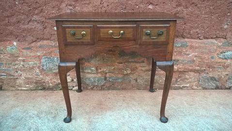 105...Antique Oak Lowboy – Ipplepen Interiors