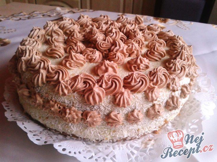Pekla jsem na narozeniny dort. Přemýšlela jsem jaký a nakonec jsem zvolila starou dobrou klasiku. Krémový a pěkně vyzdobený bílou čokoládou a krémem. Pekla jsem ho den dopředu, protože krém potřebuje pořádně ztuhnout. Krém byl tvarohový, ten mám nejraději a velmi ráda ho připravuji. Je zcela jednoduchý a každý kdo ochutná tak ho chválí. Chutná jako pribináčik, který si koupíte v obchodě. Autor: Izabela