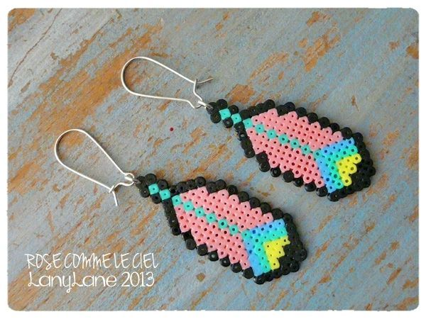 Plumes roses - Earrings hama mini perler by Rose comme le ciel