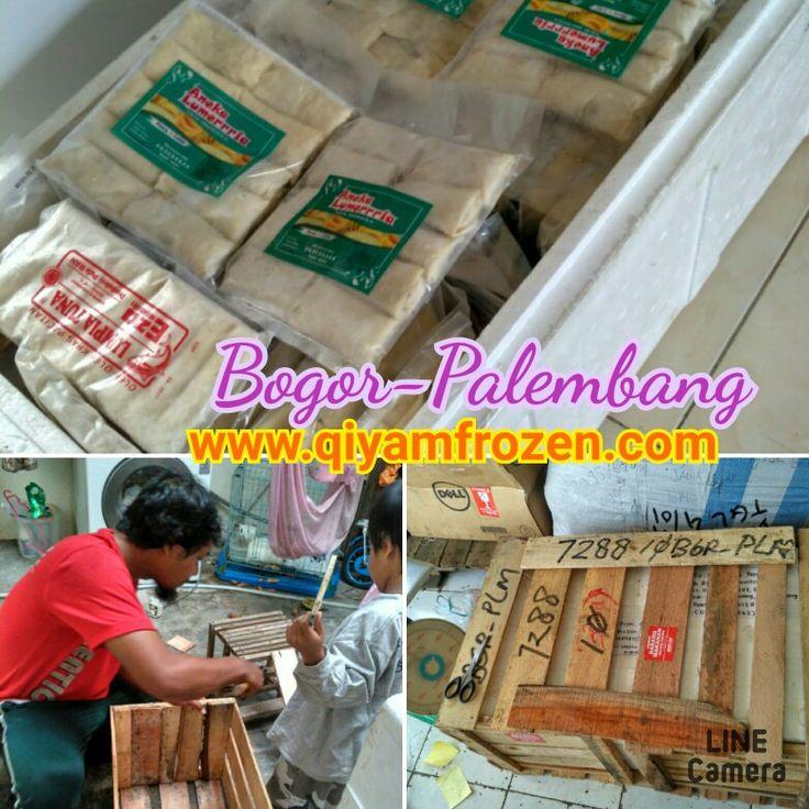 Pengiriman paket aneka Makanan Beku Qiyam ke Palembang: Paket di masukan ke dalam sterofoam dan dilindungi lagi dengan peti kayu. Pengiriman menggunakan Indah cargo Bogor-Palembang