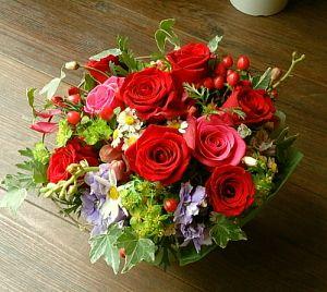 花ギフトのプレゼント【BFM】 赤バラの良さ そんなフラワーアレンジメント http://www.basketflowermarkets.com