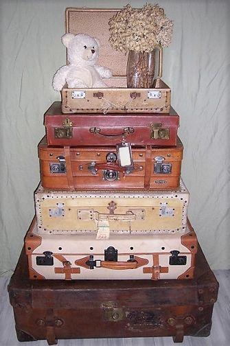 Les vielles valises ne se cachent plus au fond des armoires mais elles s'exposent : dans le salon, dans la chambre en table de chevet, en coffre à jouet ou dans votre magasin.