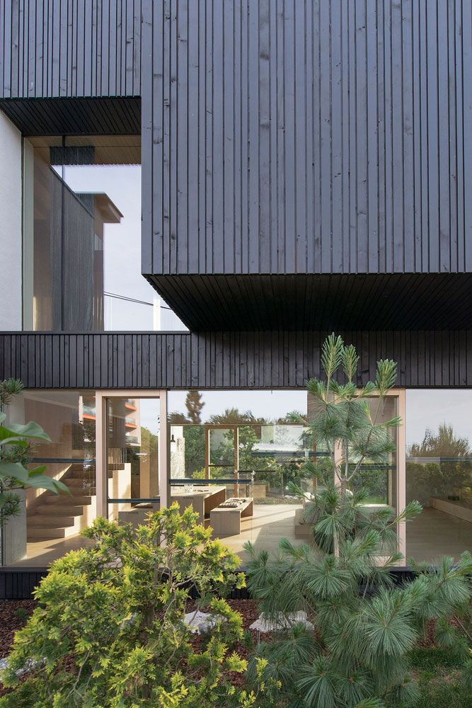 Modern Home Located In Montonate Italy: Contemporary Home Located In The Trnovo District Of