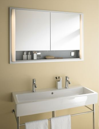 Duravit. Nice washbasin+mirror.