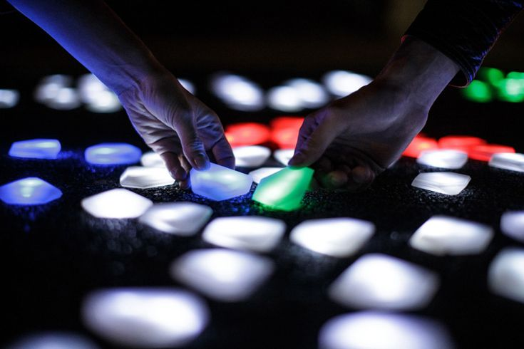 interactive LED crystals of light by studio roosegaarde at DDW13