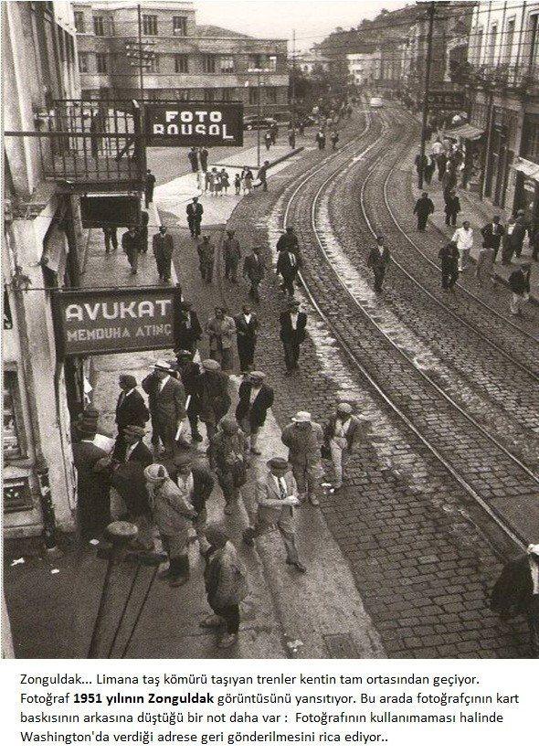 ✿ ❤ Bir Zamanlar Türkiye, Zonguldak...Limana taş kömürü taşıyan trenler kentin tam ortasından geçiyor. 1958 yılı Zonguldak görüntüsü.