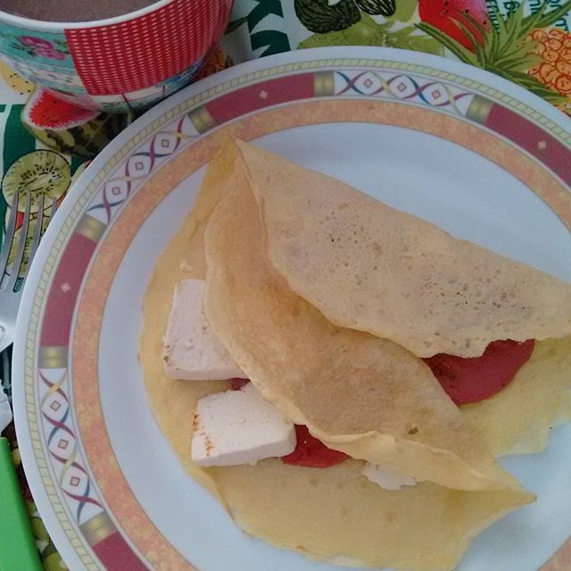Ola!!! Bom dia!!! Aproveitei pra testar a #PIS (proteína isolada de soja) nunca tinha usado...   Ela parece uma farinha coloquei nesse omelete uma colher de chá de PIS1ovo e pitada de sal. Fiz bem fininho na frigideira bem quente.  #cafedamanhadukan #dukanetes #dukansp #dukanbr #dukaniana #lowcarb #lowcarbdiet #lowcarbbr #weightlossjourney #weighloss #breakfastdukan #masterchef #masterchefdukan by bonitacomdukan