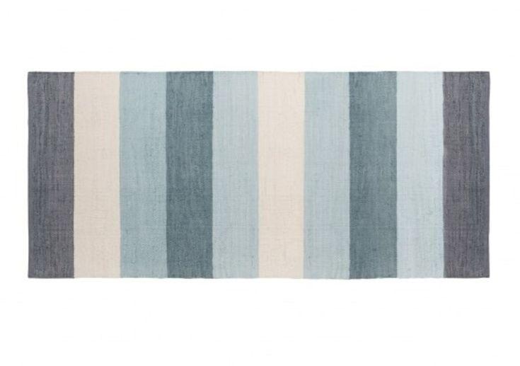 Sebra Gulvteppe 80 x 180 cm Pastell Blå er et vakkert vevd teppe fra det danske…