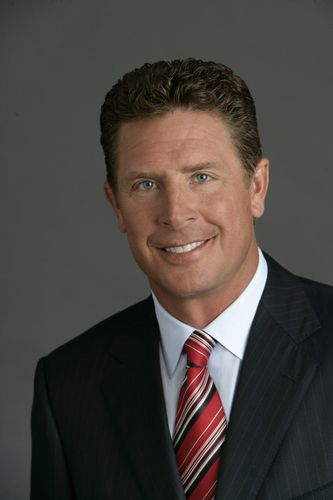 Sure we can complain, but it's often smarter to look for a good solution. Dan Marino tells James that you can't focus on the negatives in life. You have to constantly look for positive solutions.