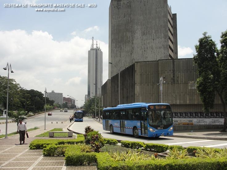 Servicio de transporte masivo llamado el MIO - SANTIAGO DE CALI - Valle del Cauca - Colombia - Sur America