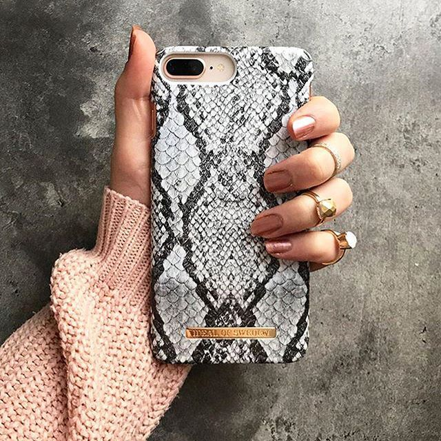My hobbies include matching my phone cases with the surroundings 😎 😉 Shop the 'Python' case via link in bio! #python #idealofsweden @mrs.vjosa