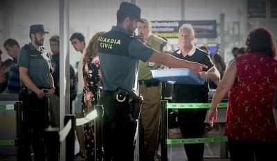 La Guardia Civil custodia el control del Aeropuerto de Barcelona-El Prat