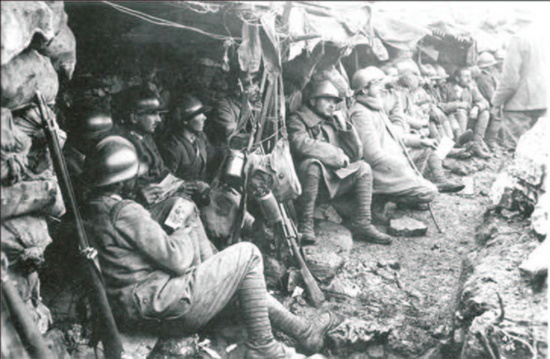 Italian soldiers in trench