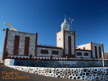 Latarnia morska Faro de La Entallada na półwyspie Punta Entallada, miejsce na Wyspach Kanaryjskich położone najbliżej Afryki.