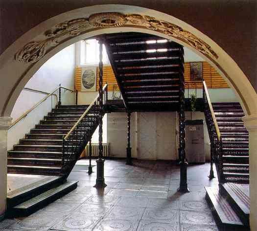 Челябинск. Чугунная лестница в заводоуправлении.