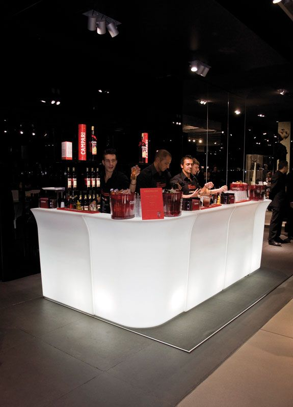 JUMBO BAR and JUMBO CORNER bar counters, design by Jorge Najera for SLIDE