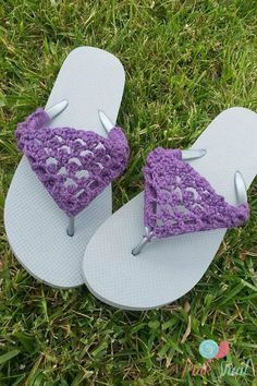 Crochet flip flop cover pattern. Spruce up your old flip flops with this adorable crochet fix. Free tutorial.